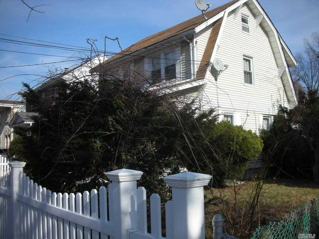 Photo of home for sale at 142-43 249th St, Rochdale NY