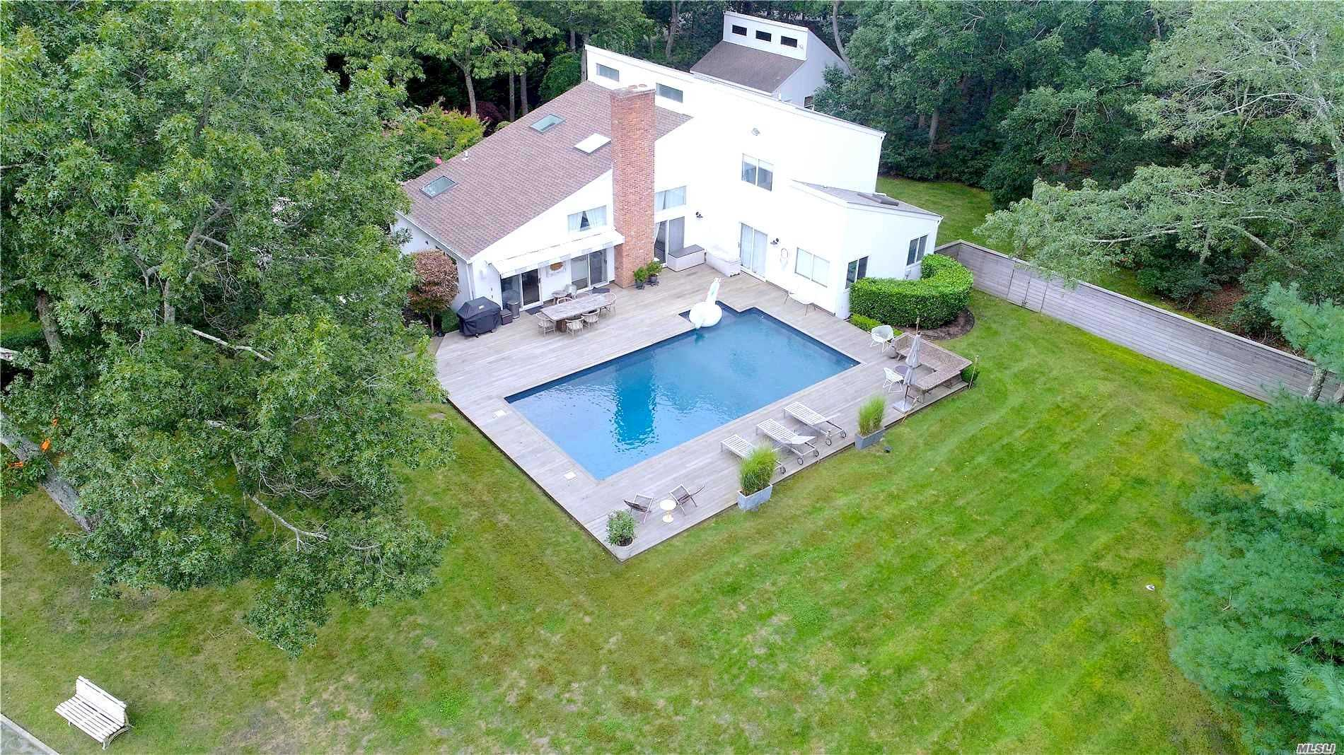 Photo of home for sale at 2658 Quogue Riverhead Rd, East Quogue NY