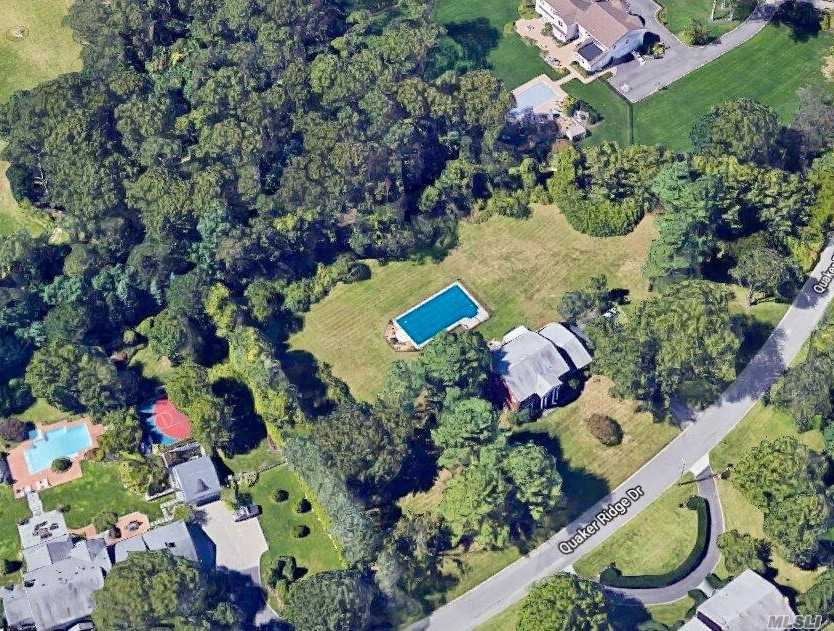 Photo of home for sale at 15A Quaker Ridge Dr, Brookville NY