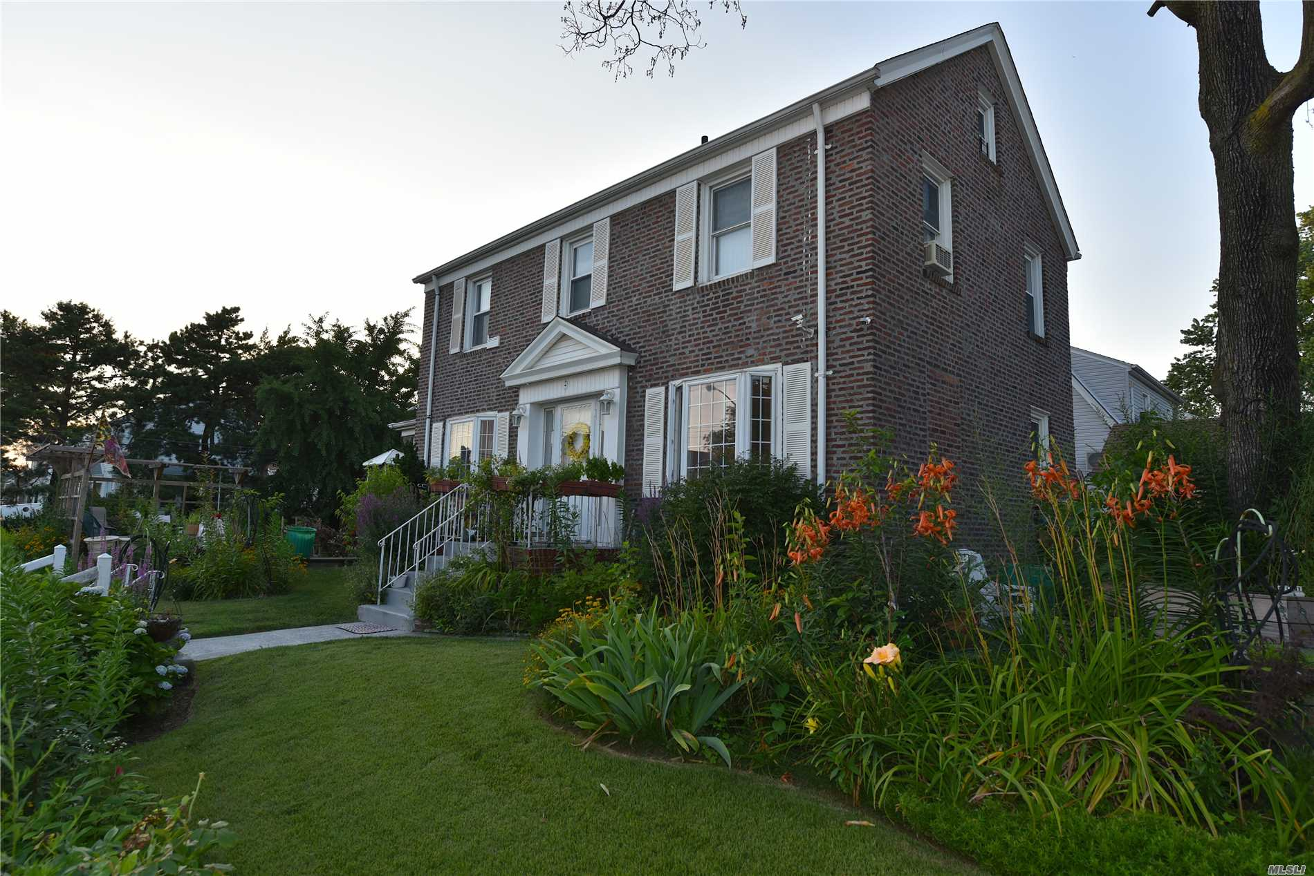 Photo of home for sale at 171-03 45th Ave, Flushing NY