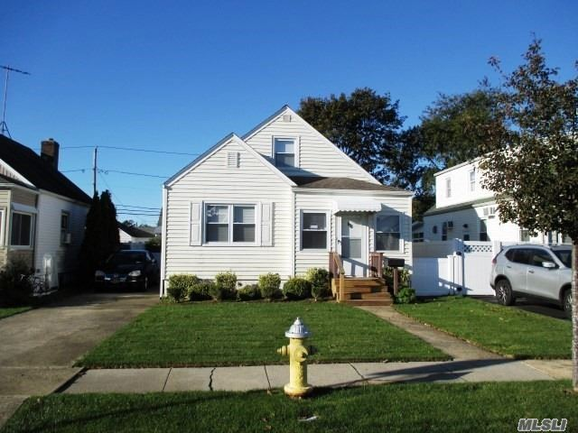 Photo of home for sale at 111 Deauville Pky, Lindenhurst NY