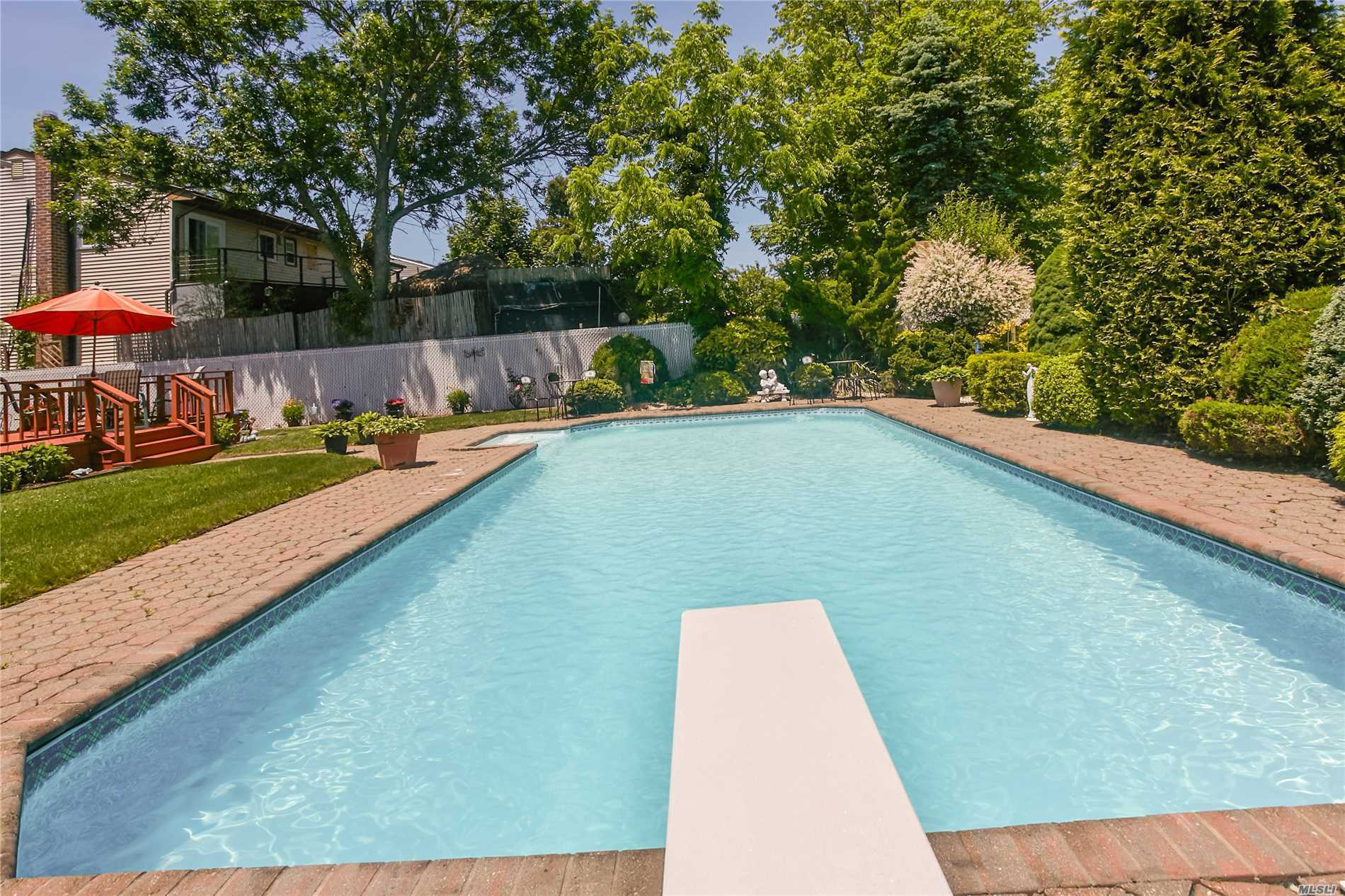 Photo of home for sale at 3467 Howard Blvd, Baldwin NY