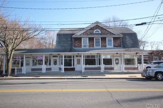 Photo of home for sale at 529 Lake Ave, St. James NY