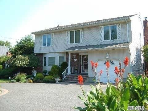 Photo of home for sale at 438 Broadway, Bethpage NY