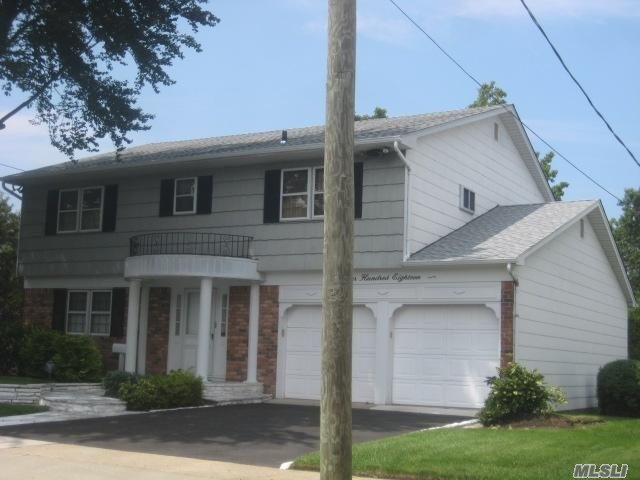 Photo of home for sale at 418 Hungry Harbor Ro, North Woodmere NY