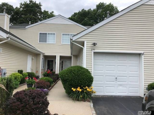 Property for sale at 220 Barn Swallow Ct, Manorville,  NY 11949