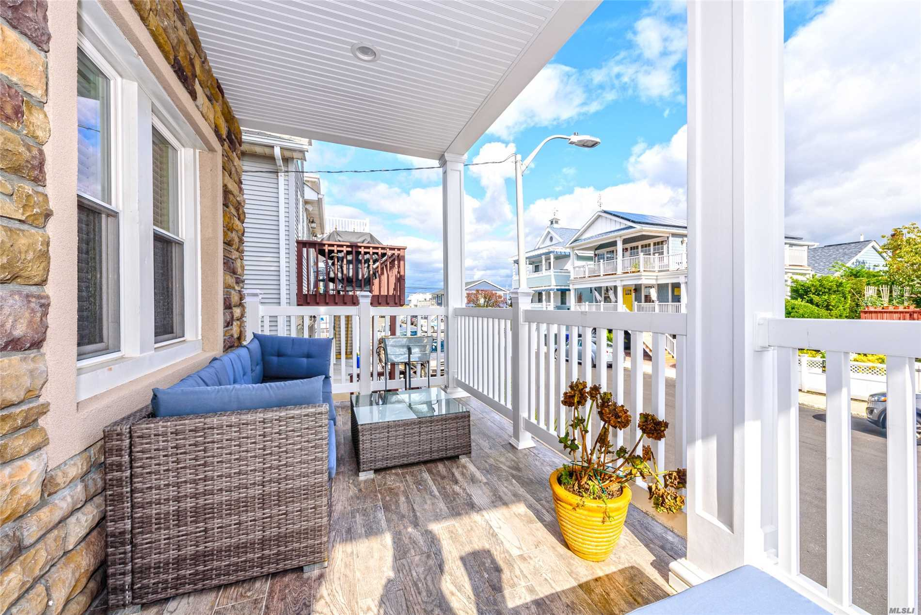 Photo of home for sale at 99 Connecticut Ave, Long Beach NY