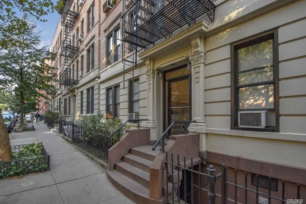 Photo of home for sale at 118 Sterling Pl, Brooklyn NY