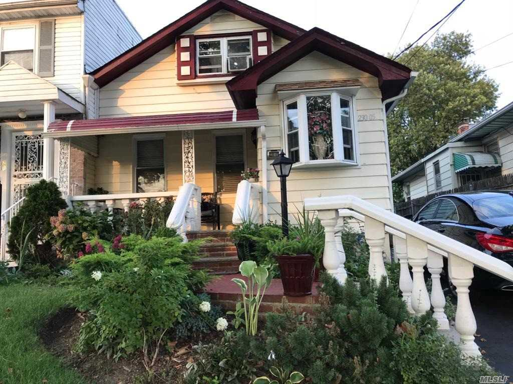 Photo of home for sale at 230-05 Edgewood Ave, Laurelton NY