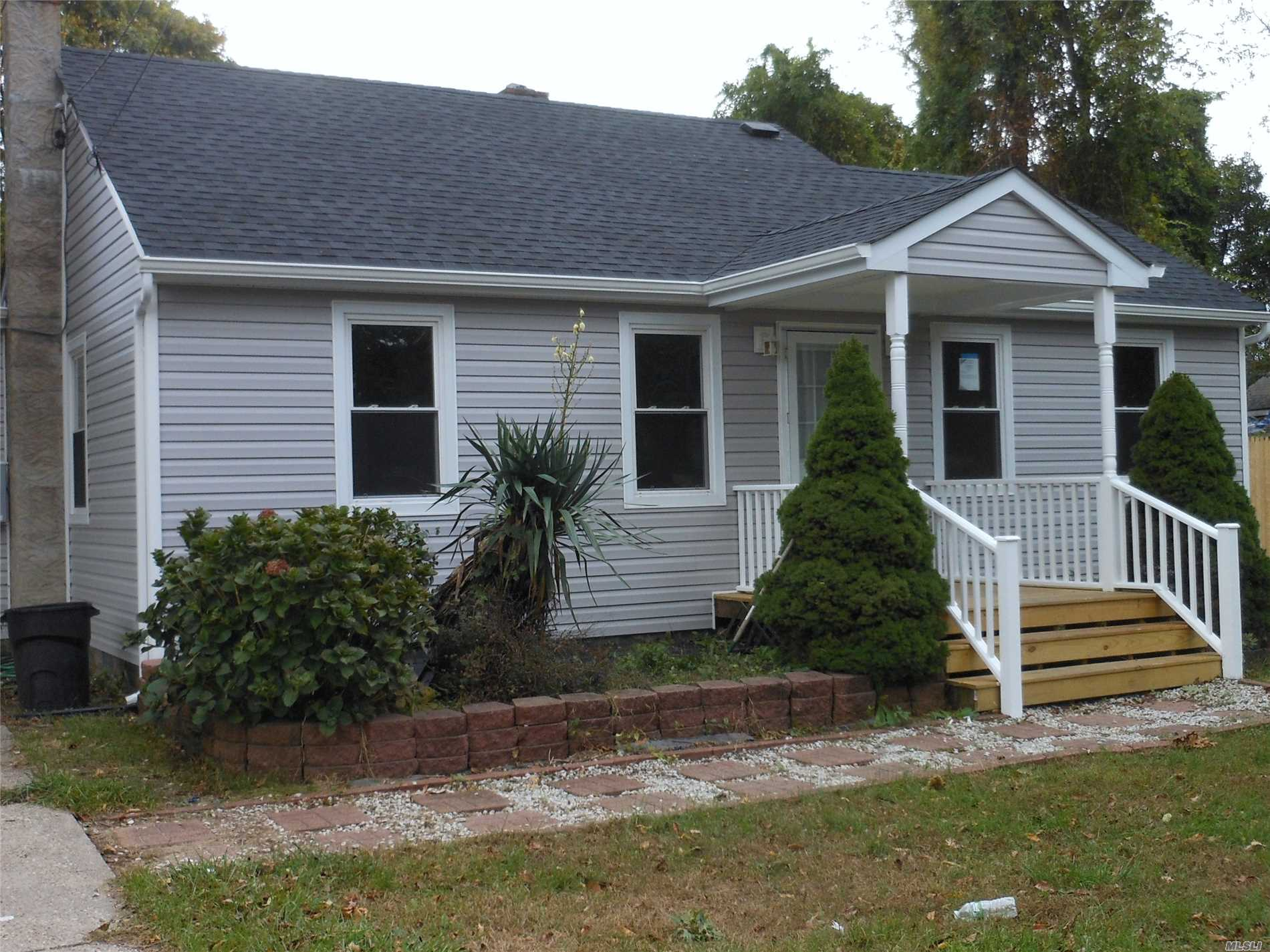 Photo of home for sale at 175 Laurelton Dr, Mastic Beach NY
