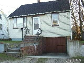 Photo of home for sale at 25 Irving Ave, Lindenhurst NY