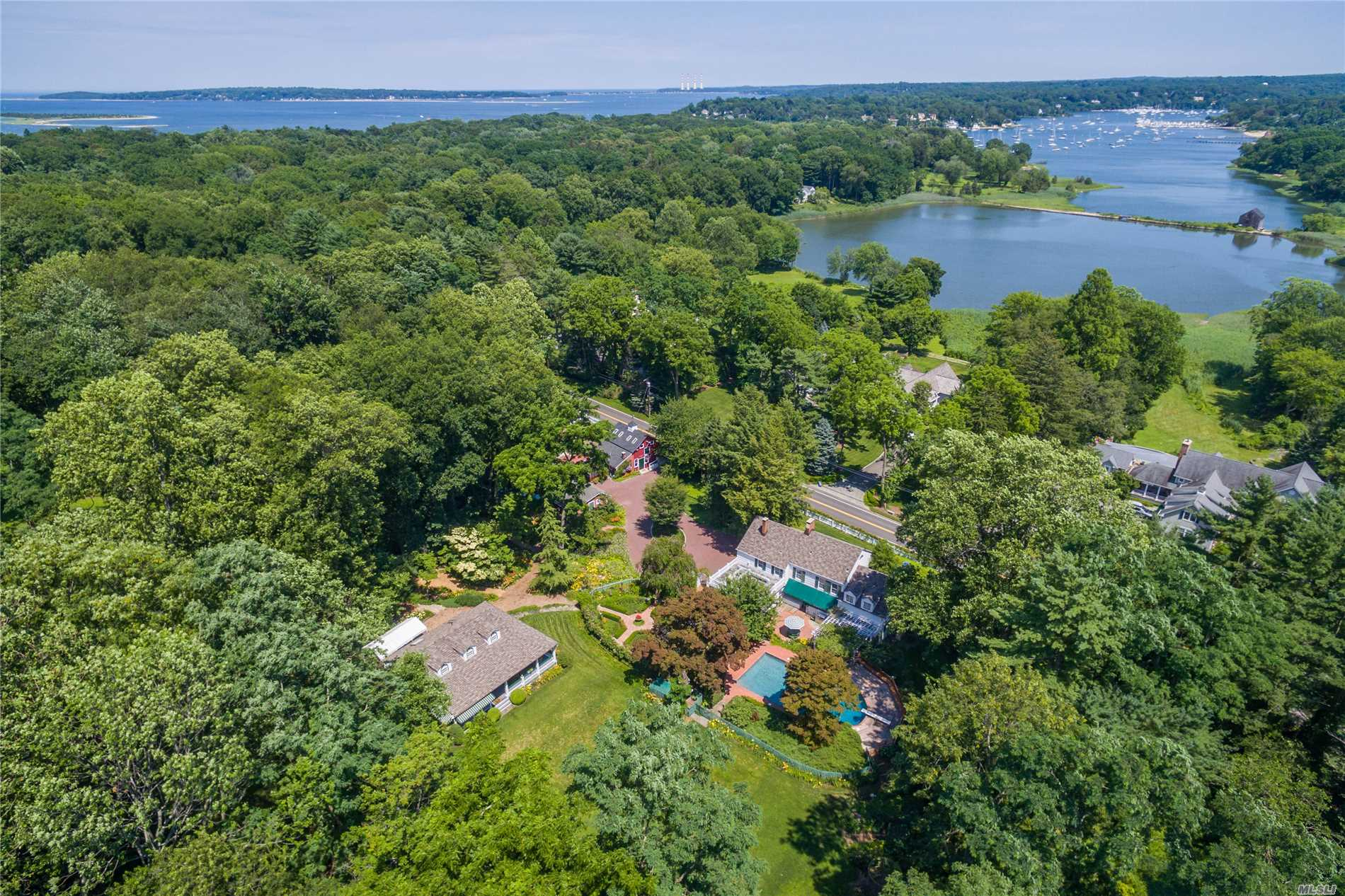 Photo of home for sale at 276 Southdown Rd, Lloyd Harbor NY