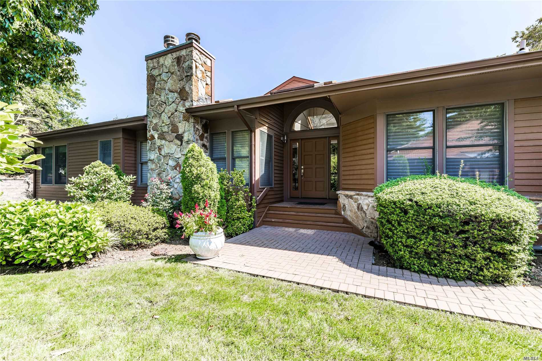 Property for sale at 32 Hunt Ct, Jericho,  NY 11753