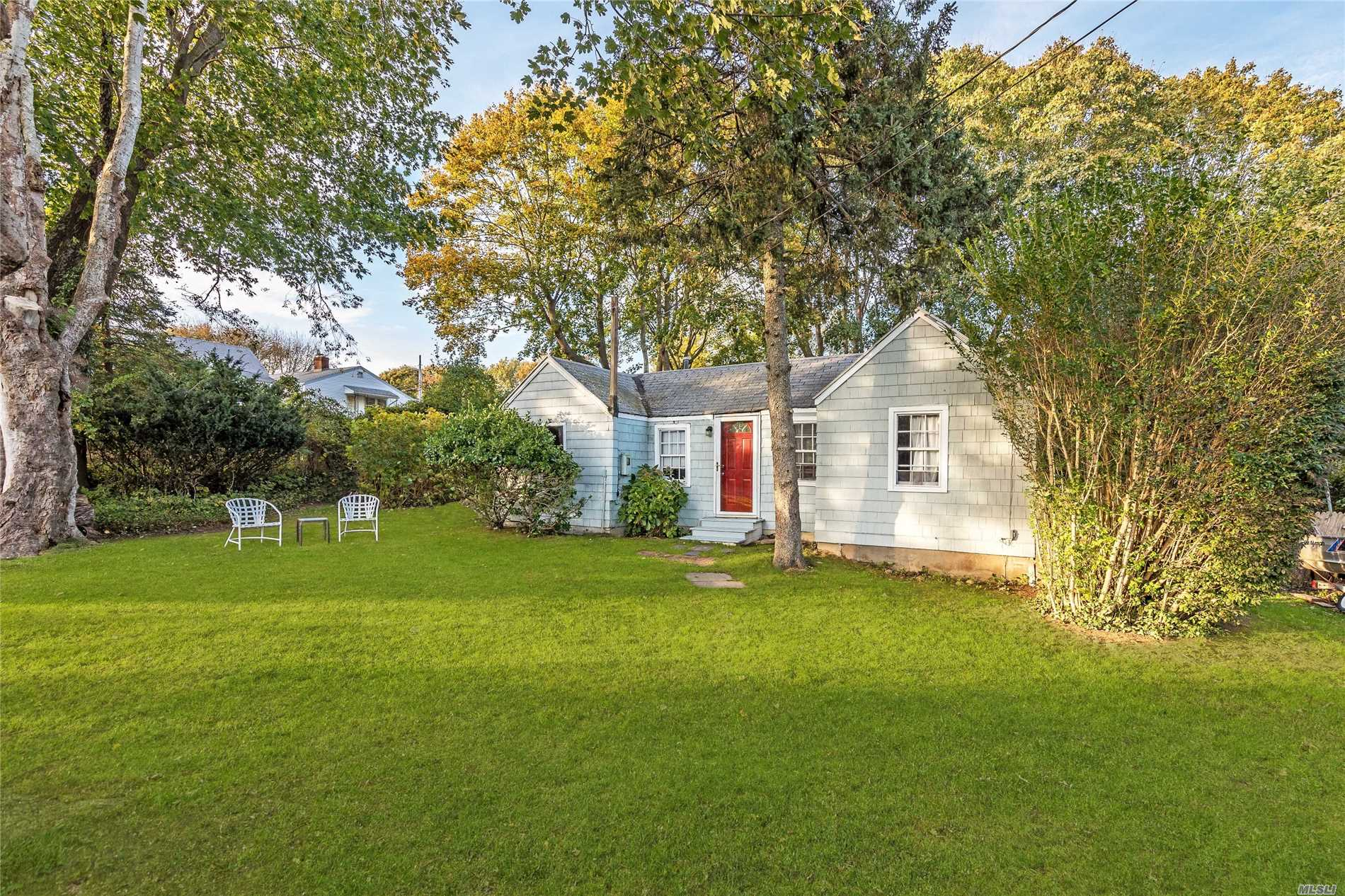 Photo of home for sale at 24 Miller Ter, East Hampton NY