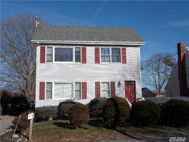 Photo of home for sale at 1695 Shipyard Ln, East Marion NY
