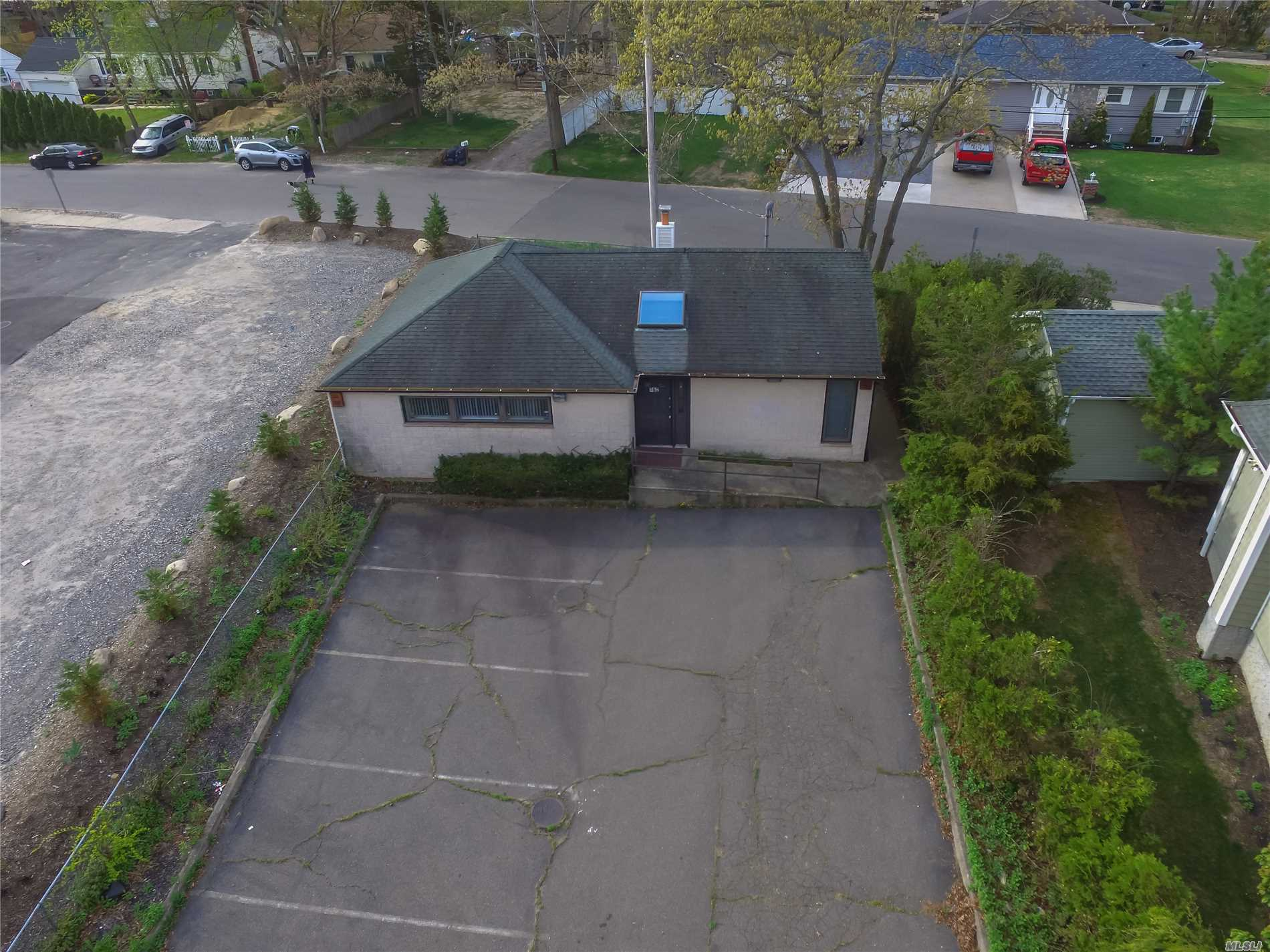 Photo of home for sale at 362 Mooney Pond Rd, Selden NY