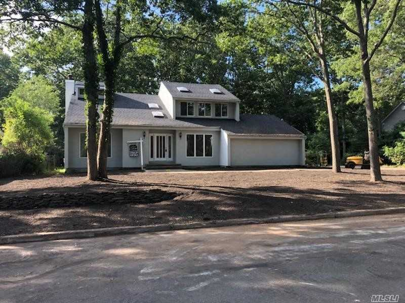 Photo of home for sale at 27 Amber Ln E, Wading River NY