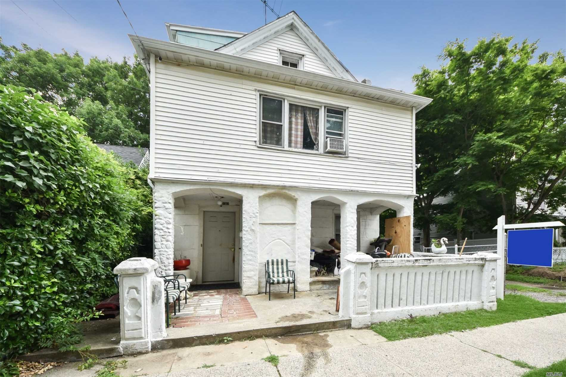 Photo of home for sale at 9 Charles Ave, Port Washington NY