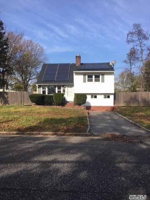 Photo of home for sale at 13 Satinwood St, Central Islip NY