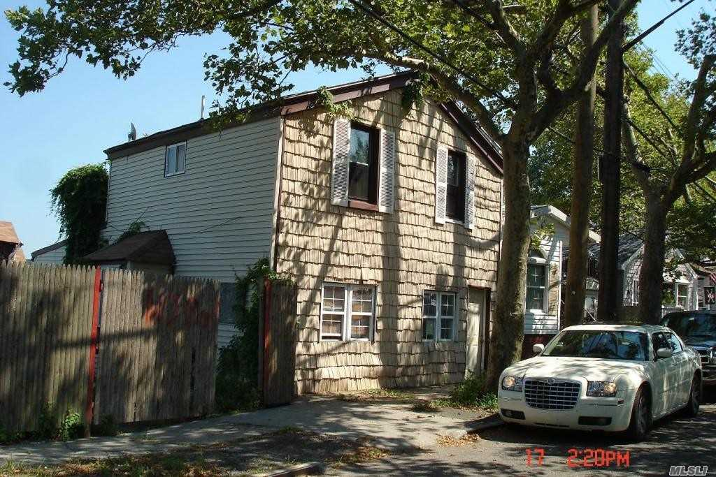 Photo of home for sale at 524 +526 Cross Bay Blvd, Broad Channel NY