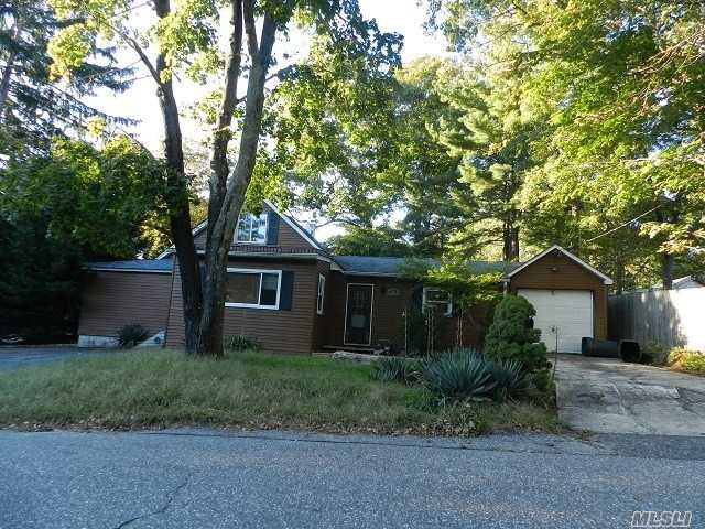 Photo of home for sale at 21 6th St W, Ronkonkoma NY