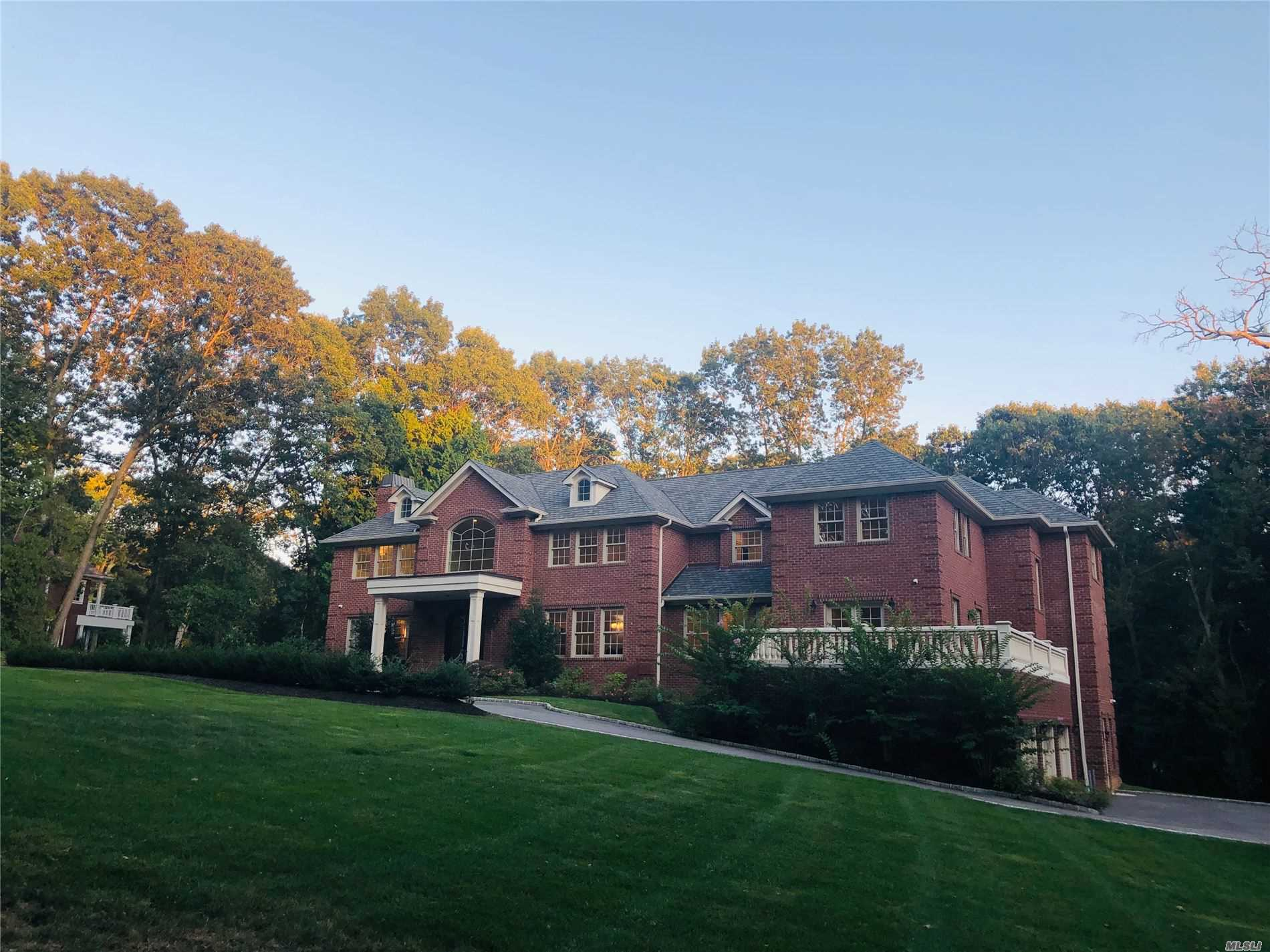 Photo of home for sale at 677 Linda Ct, Glen Head NY