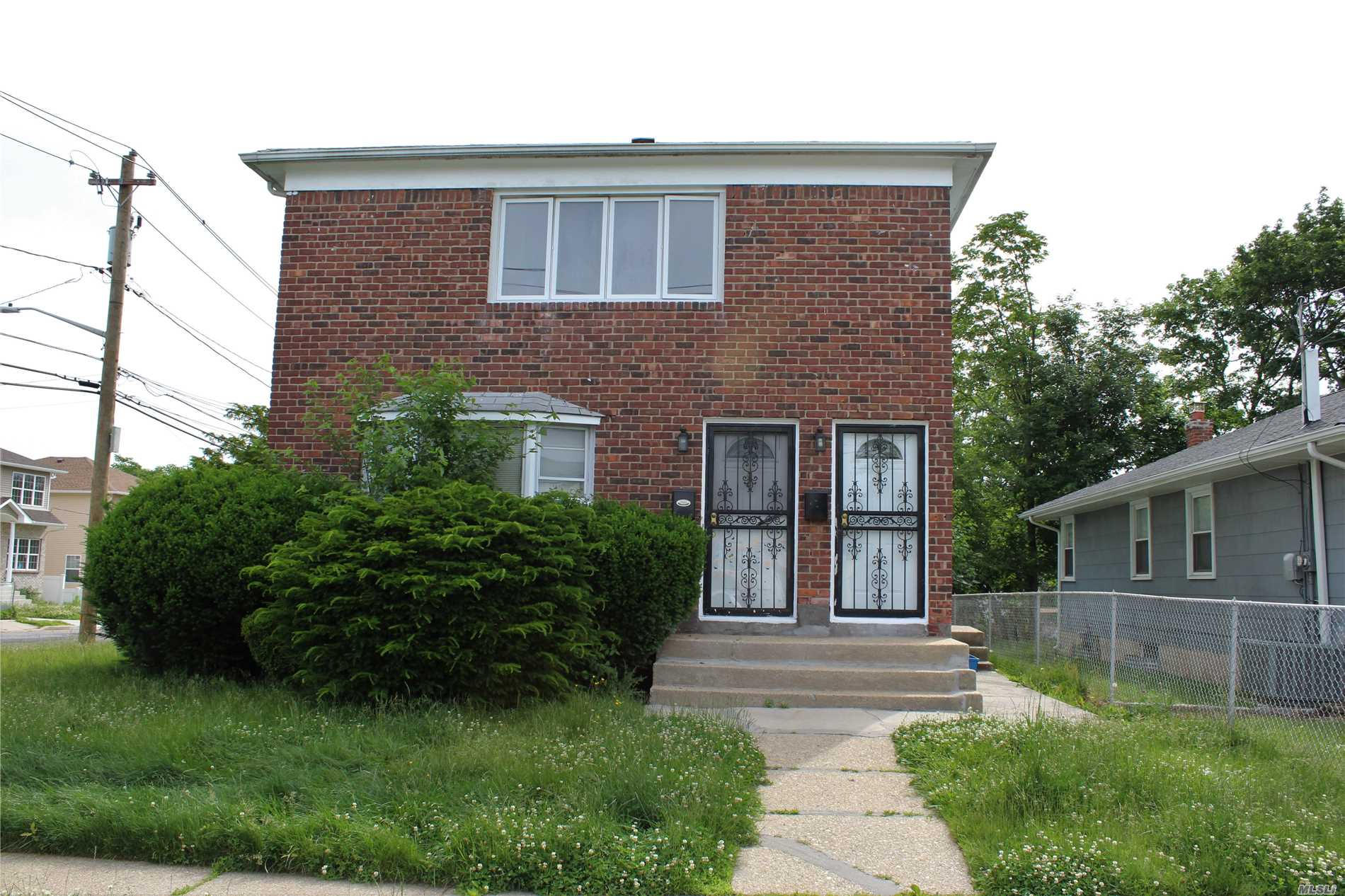 Photo of home for sale at 82 Remsen Ave, Hempstead NY