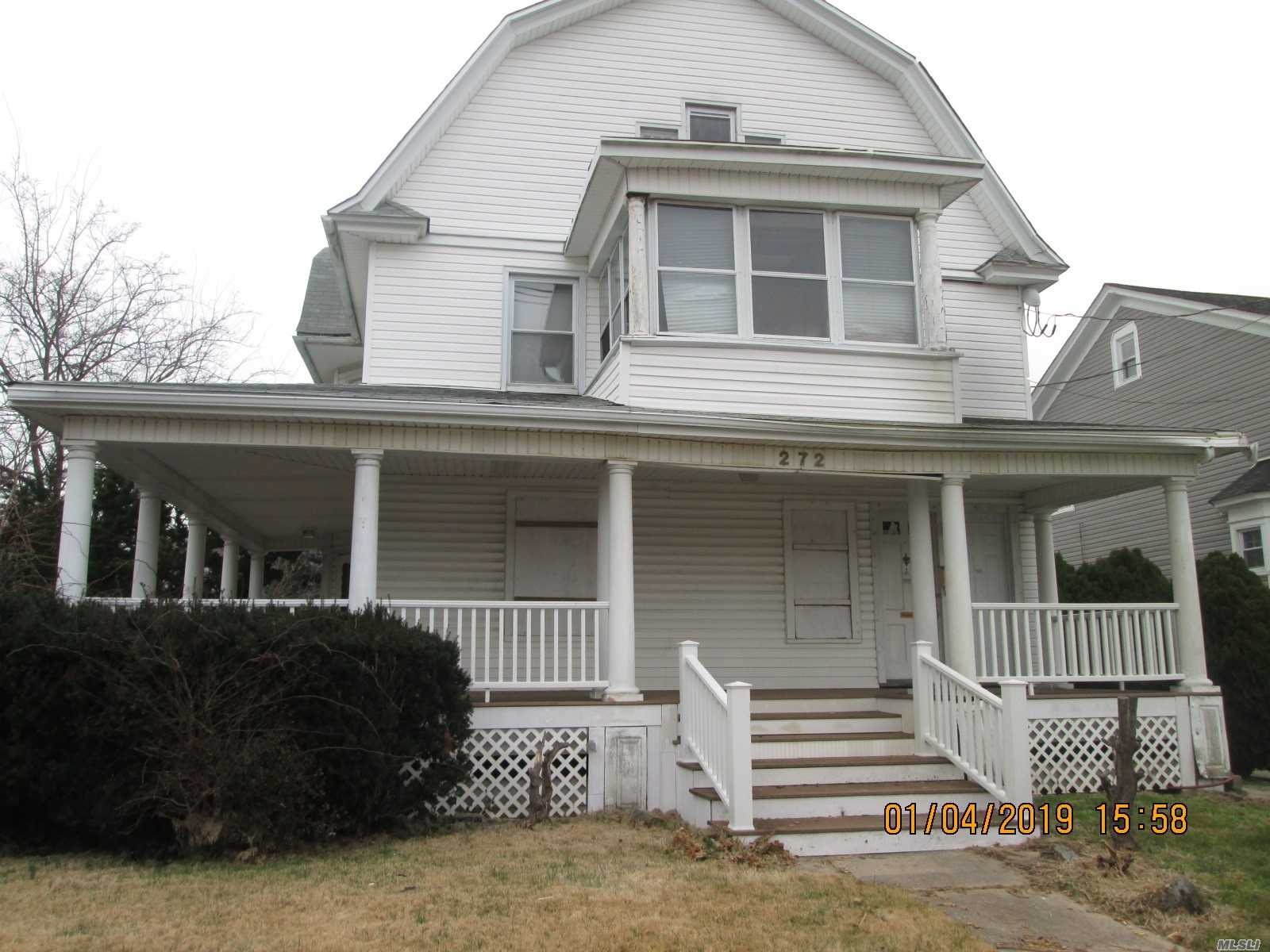 Photo of home for sale at 272 Miller Ave, Freeport NY