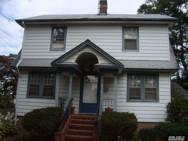 Photo of home for sale at 3 Cambridge Ave, Port Washington NY