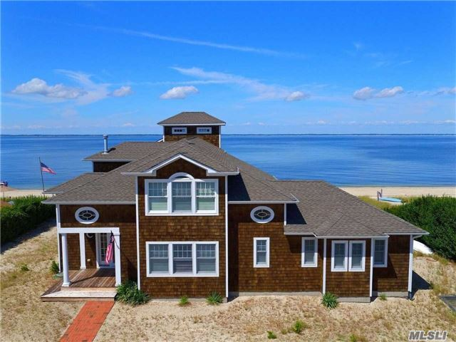 Photo of home for sale at 147 Cold Spring Pt Rd, Southampton NY