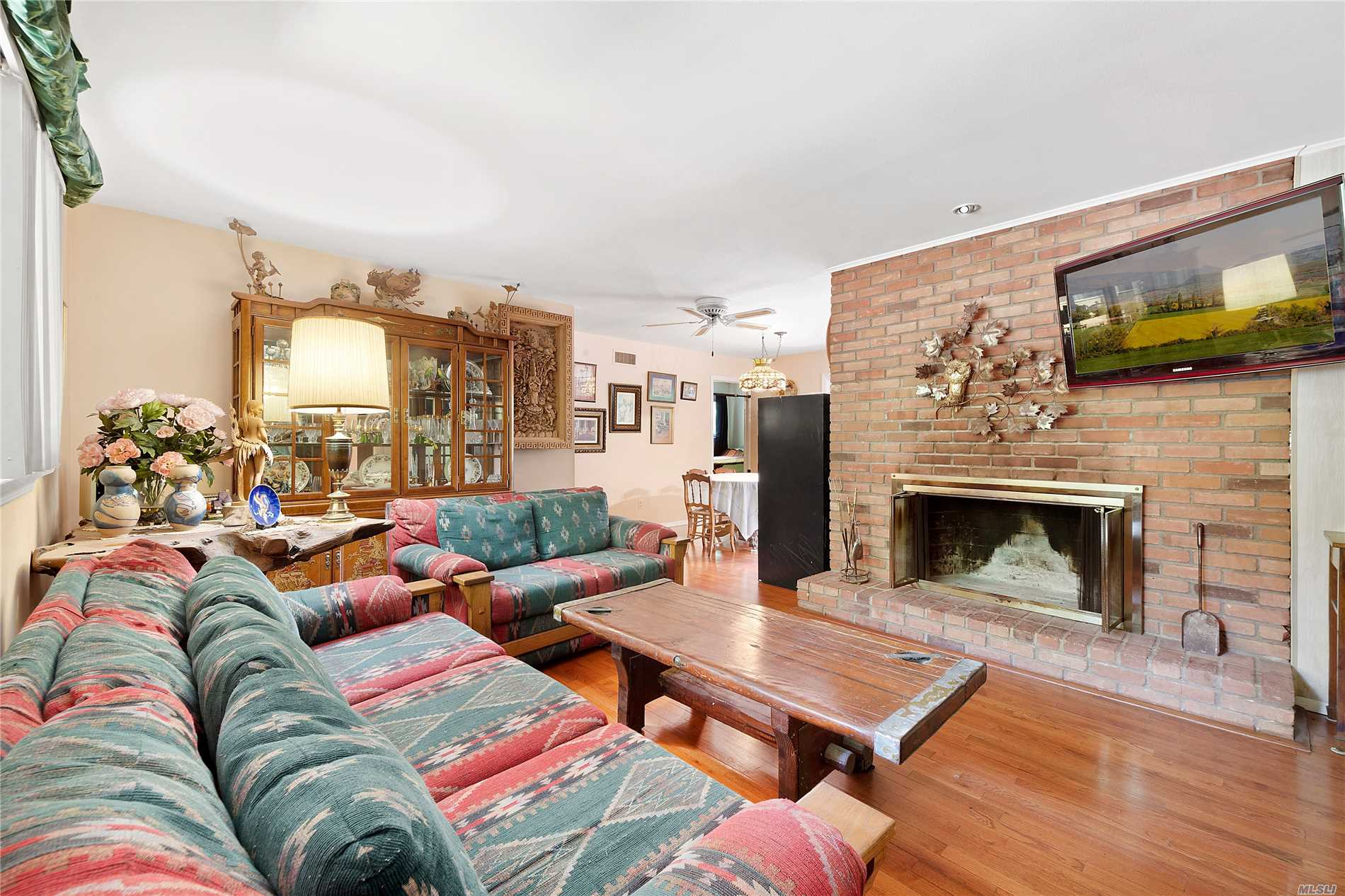 Photo of home for sale at 45 Lion Head Rock Rd, East Hampton NY