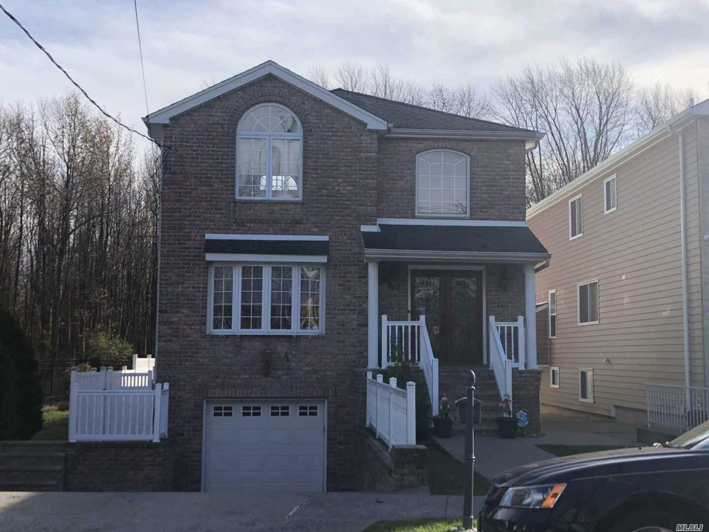 Photo of home for sale at 80 Bedell St, Staten Island NY