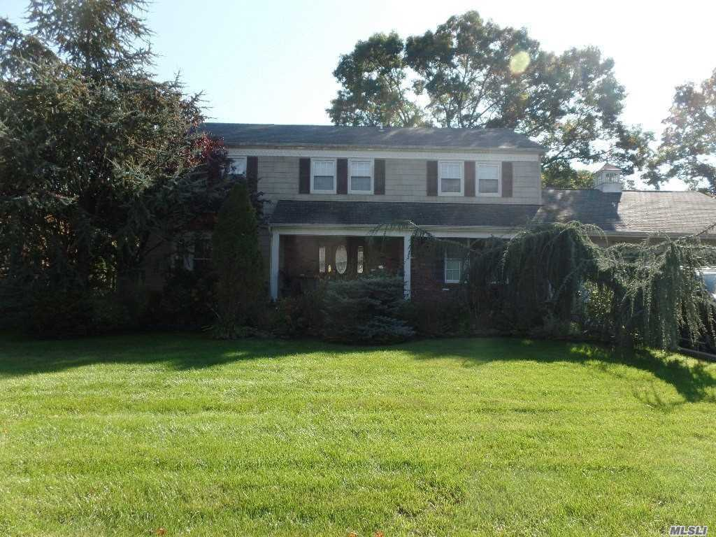 Photo of home for sale at 74 Glenmalure St, Amityville NY