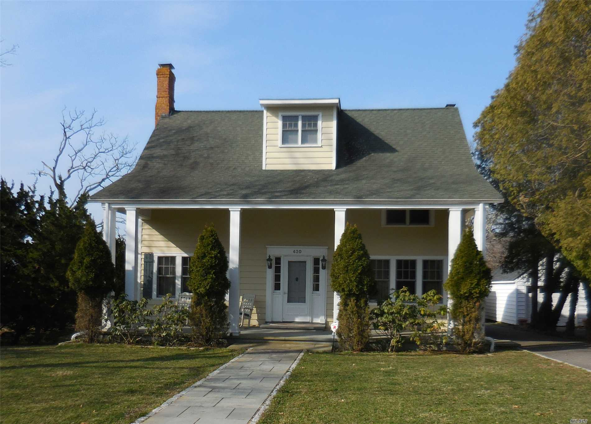 Photo of home for sale at 620 Rogers Rd, Southold NY