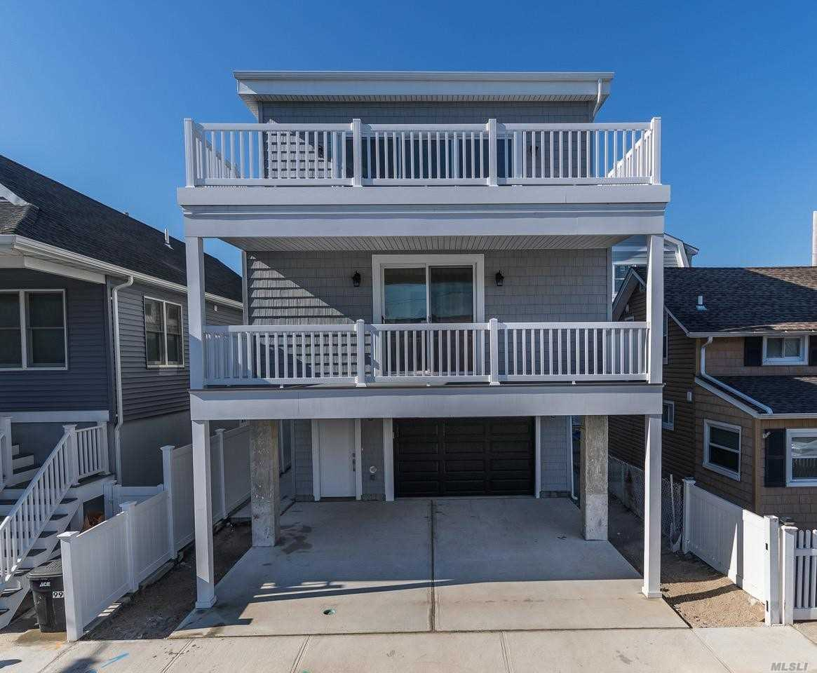 Photo of home for sale at 101 Alabama St, Long Beach NY