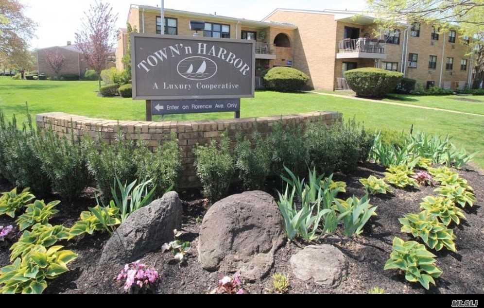 Property for sale at 6 Florence Ave, Freeport,  NY 11520