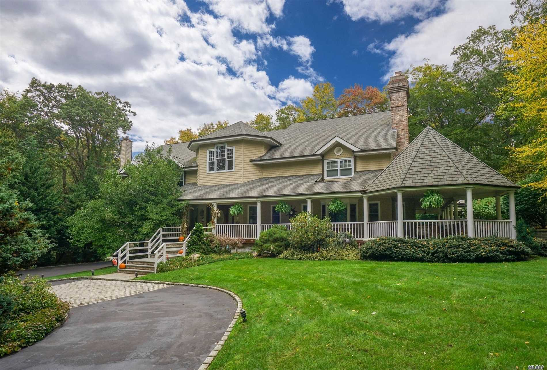 Photo of home for sale at 6 Victoria Ct, Head Of Harbor NY