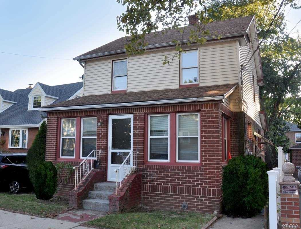 Photo of home for sale at 87-86 257th St, Floral Park NY
