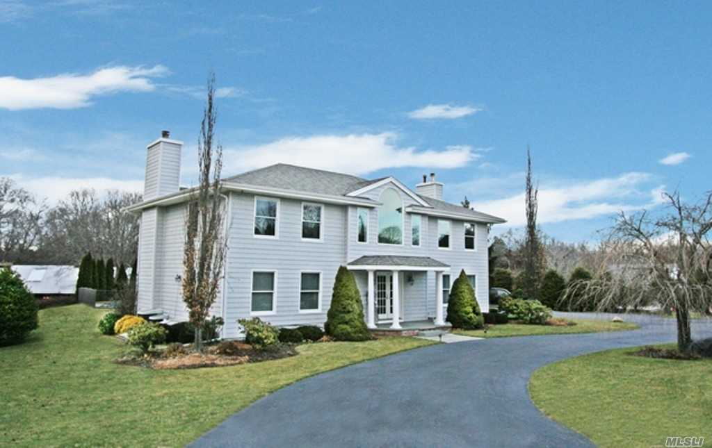 Photo of home for sale at 5 Private Rd, Remsenburg NY