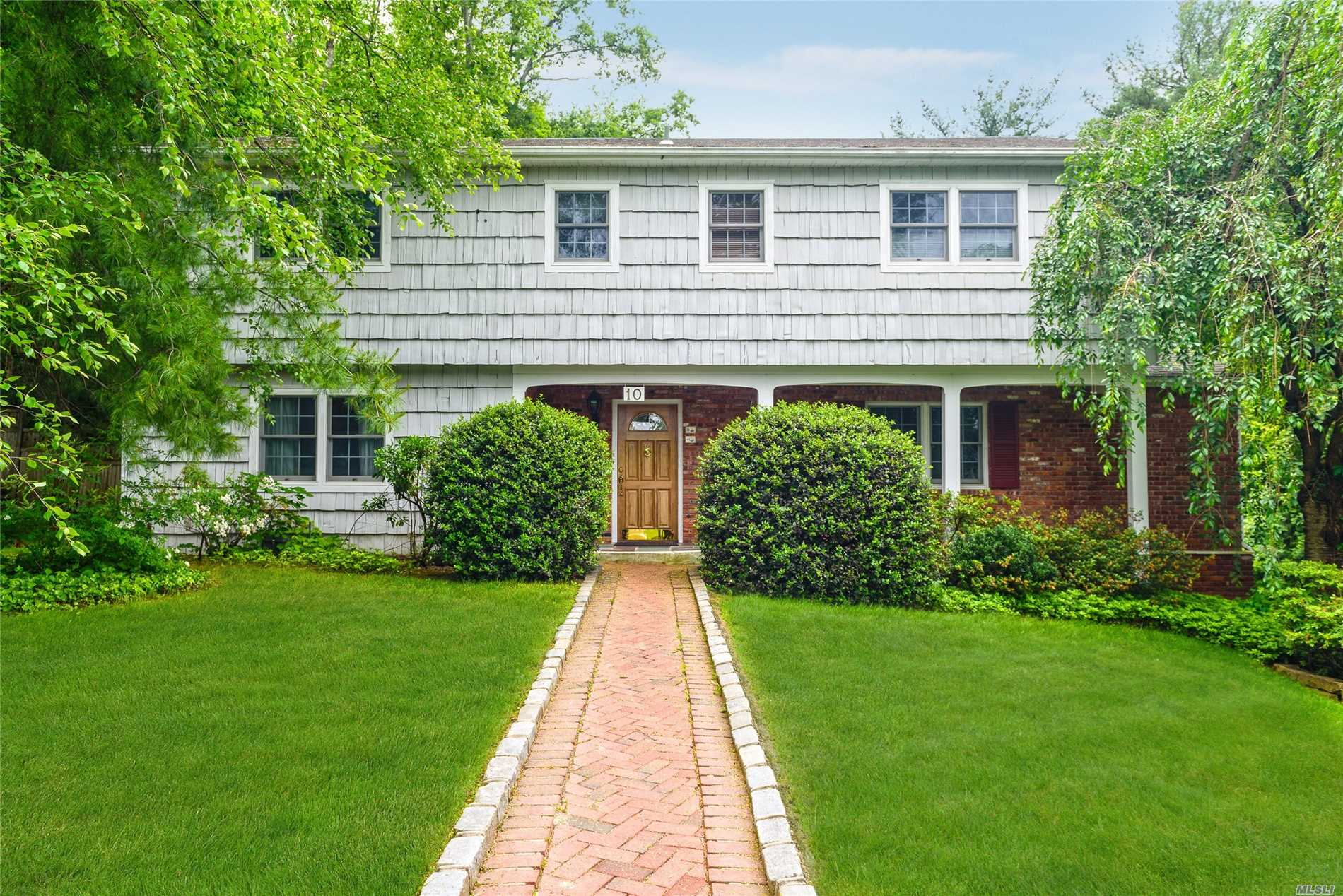 Photo of home for sale at 10 Hickory Ln, Glen Cove NY