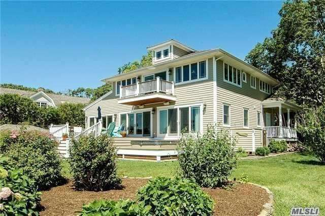Photo of home for sale at 680 Mason Dr, Cutchogue NY
