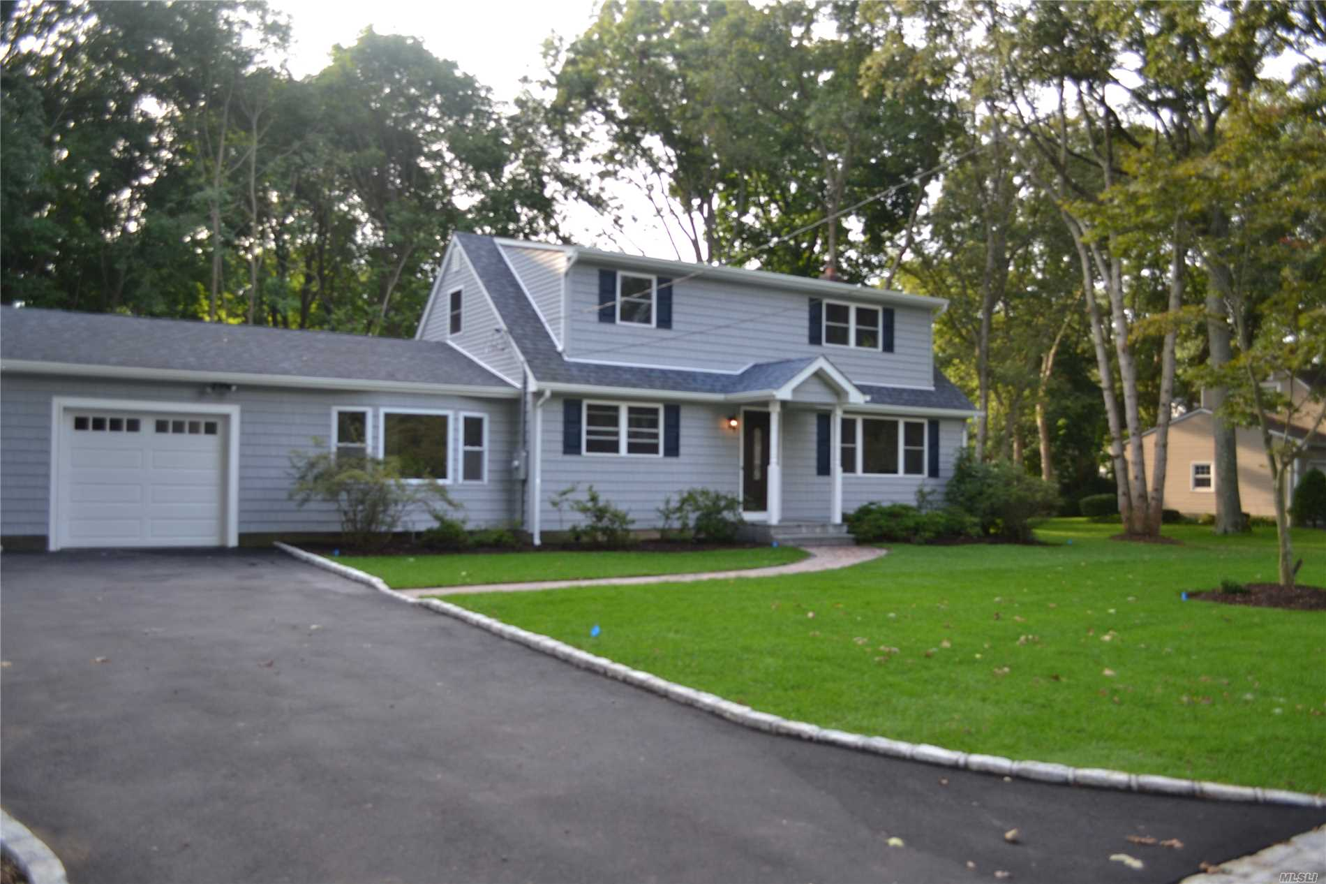 Photo of home for sale at 224 Harrison Ave, Miller Place NY