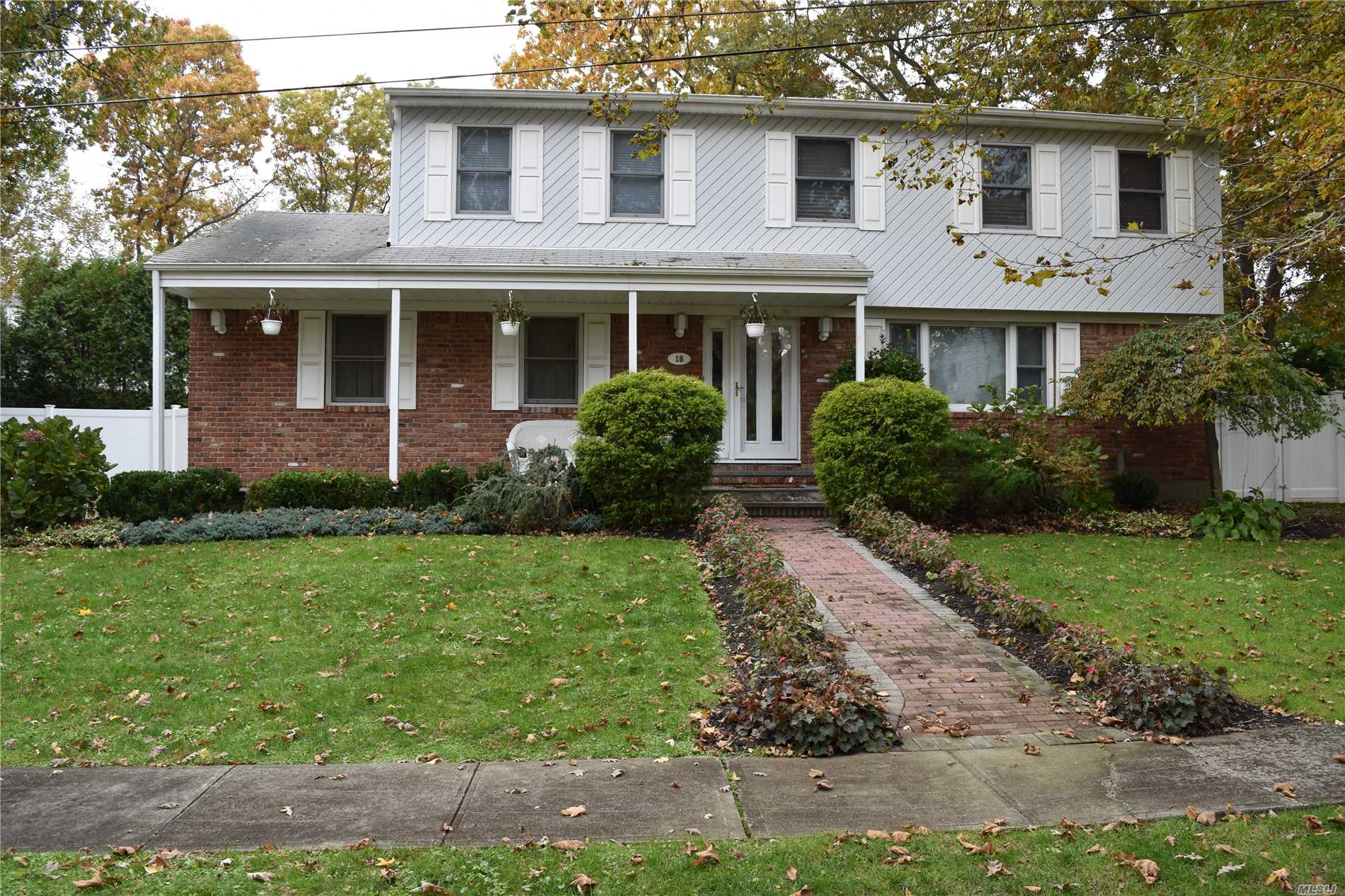 Photo of home for sale at 18 King Ave, Melville NY