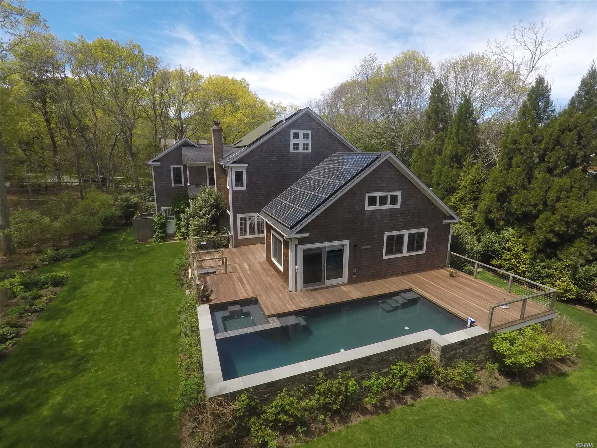 Photo of home for sale at 5 Lauras Ln, East Hampton NY