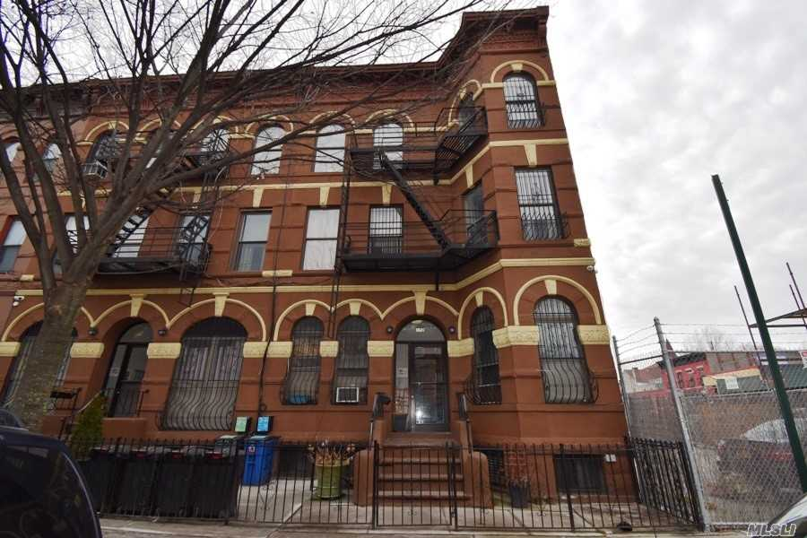 Photo of home for sale at 172 Stuyvesant Ave, Brooklyn NY