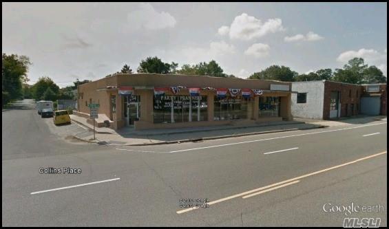 Photo of home for sale at 152 Jericho Tpke W, Huntington Sta NY