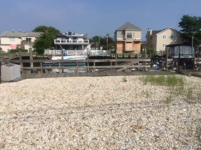 Photo of home for sale at Elliott Blvd, Oceanside NY