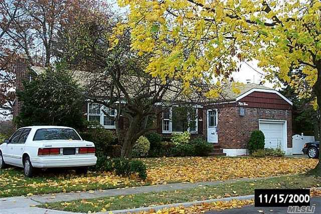 Photo of home for sale at 53 Buffalo St, Elmont NY