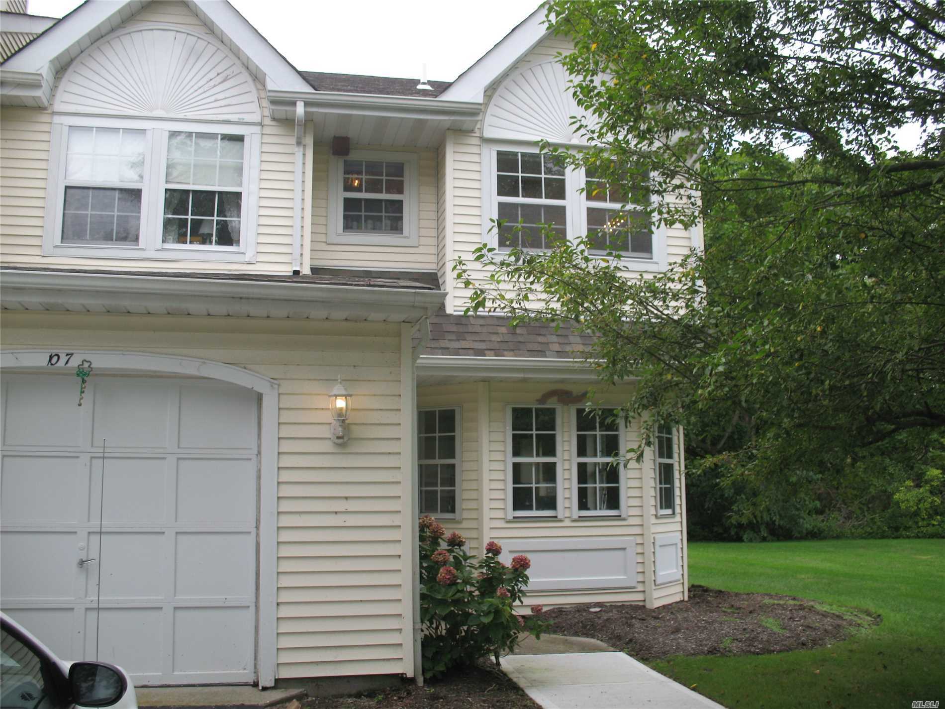 Property for sale at 107 Northwood Ct, Bayport,  NY 11705