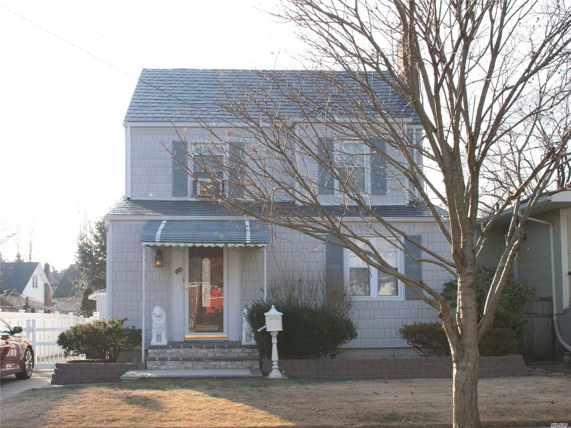 Photo of home for sale at 40 Stuart Ave, Malverne NY